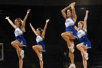 cheerleaders-654381_1280